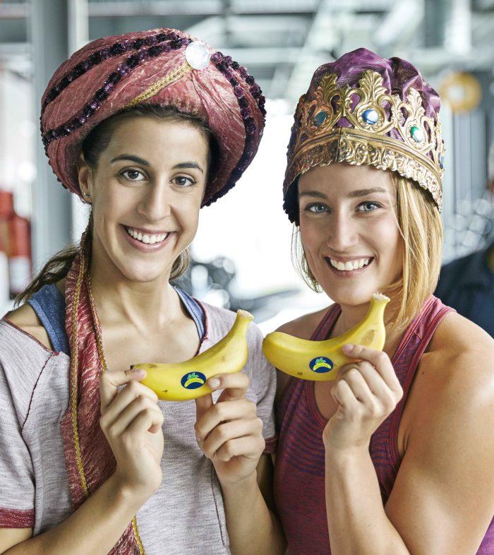 Mireia Belmonte y Carolina Marin con Plátano de Canarias en Navidad