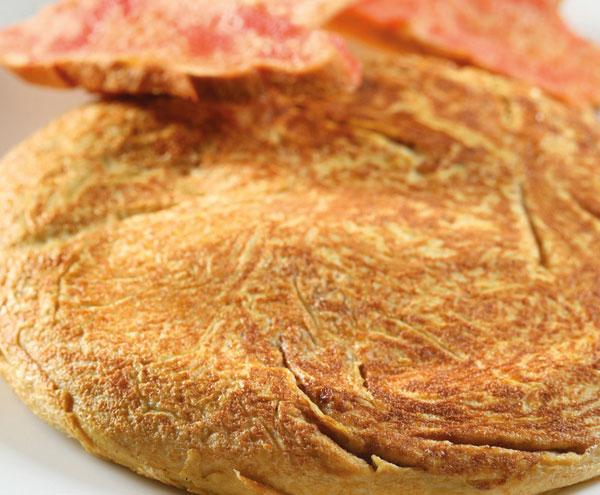 Tortilla de plátano y cebolla
